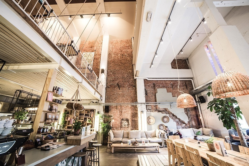 Interior do coffe and coconuts em Amsterdam