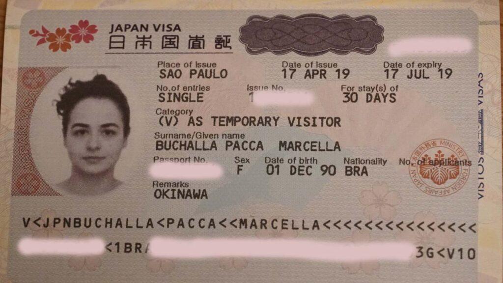 Foto da página do passaporte com as informações do visto para o Japão.